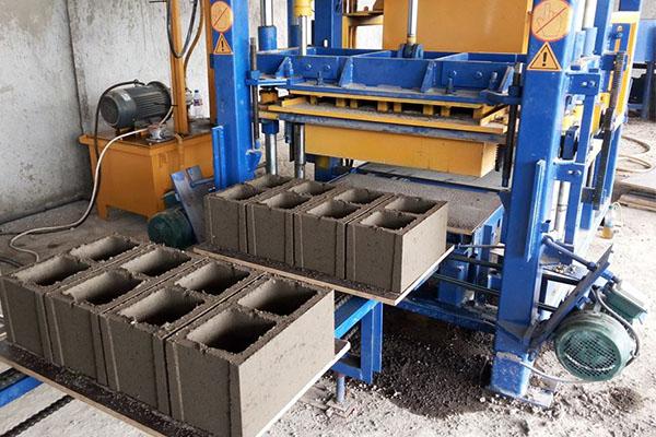用于砌块机的小型混凝土搅拌站