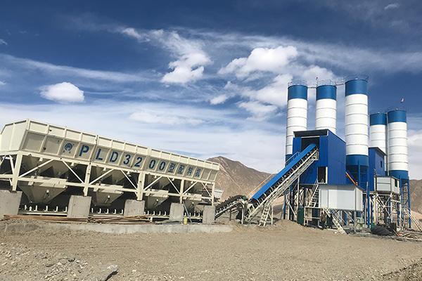 在西藏贡嘎的120搅拌站