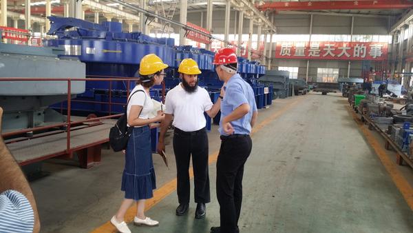 阿曼客户参观长城建机工厂
